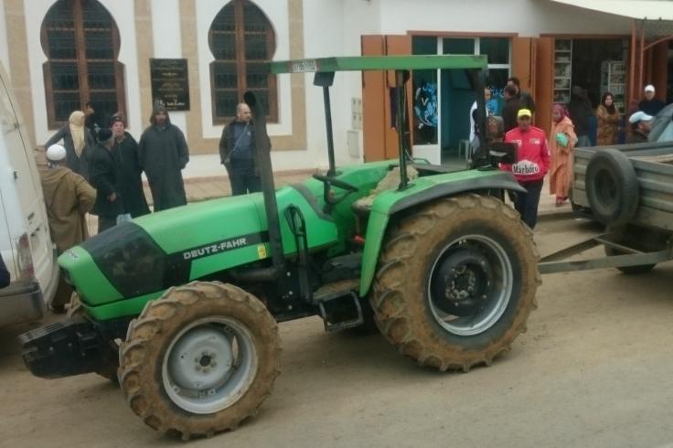 Ein Trecker ohne Kabine ist am öftesten vertreten in Marokko.